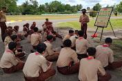 Personil Denzibang 1/Stg Ajarkan latihan Pionerring Kepada Anggota Pramuka SMK Muhammadiyah Sintang