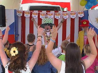 Clown Bo Dance 010727
