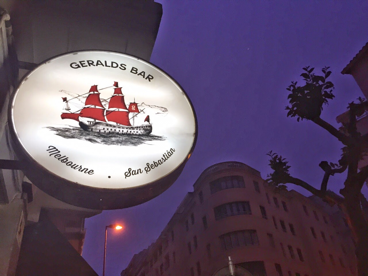 Geralds bar Geralds Bar donostia san sebastian sisters and the city