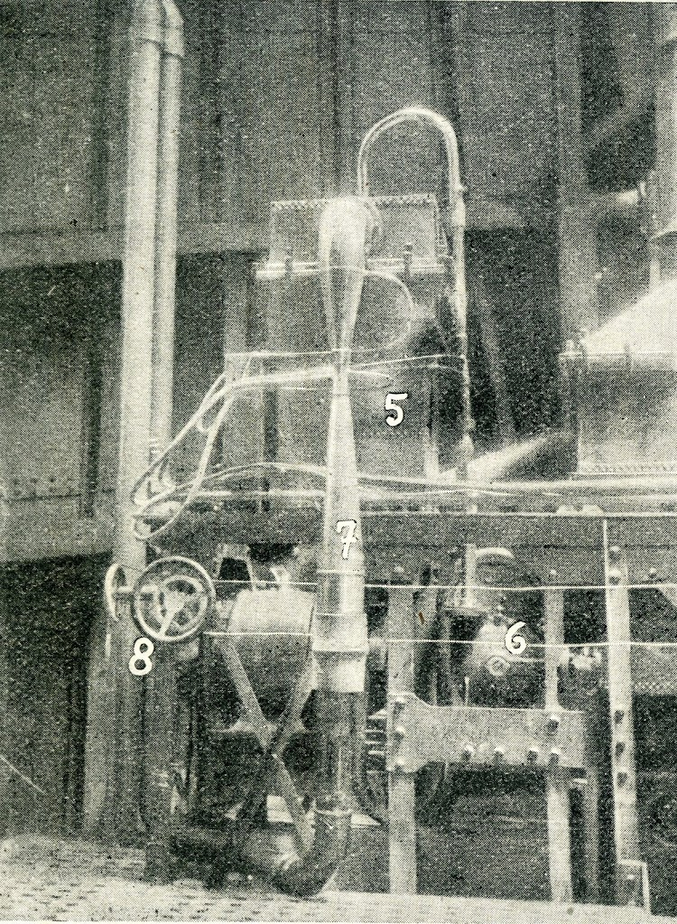 27- 10 llave de paso de agua al tanque de sosa; 11, ídem al collarín ducha del generador; 12; temperatura del ídem; 13, manómetro del contador; 14, ídem de la bomba de agua fr Revista General de Marina. Año 1922.jpg