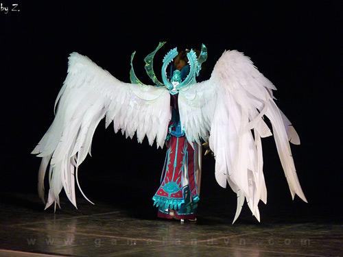 """Ngắm người mẫu Nga trong lốt """"thiên thần"""" của Aion 11"""