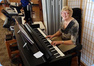 Kay Boyes played the Clavinova CVP-609.