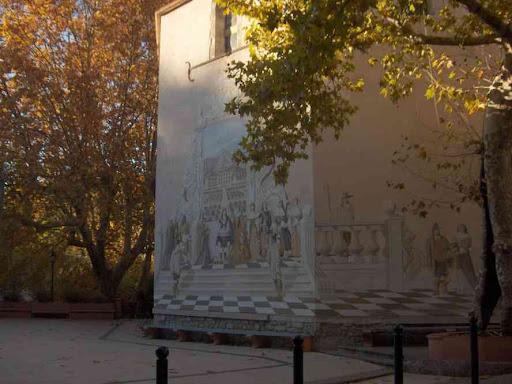 Peinture en trompe-l'œil sur un mur du village de Belgentier