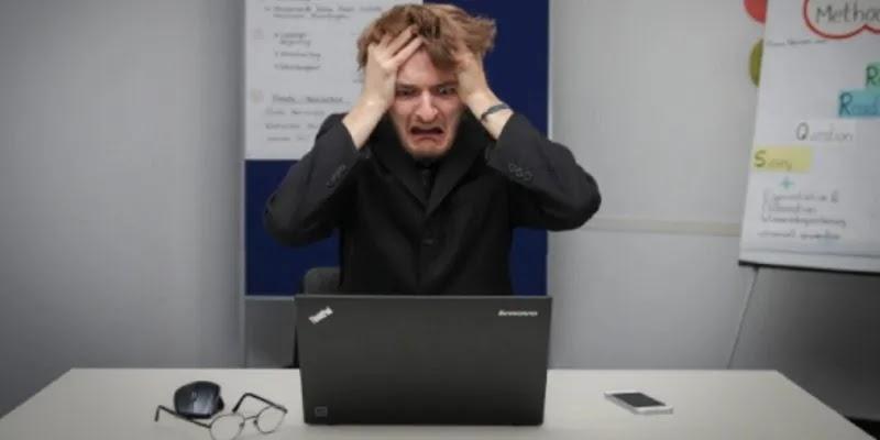 كيفية معرفة ما إذا كان هناك شخص آخر يقوم بتسجيل الدخول إلى جهاز الكمبيوتر الخاص بك الذي يعمل بنظام Windows