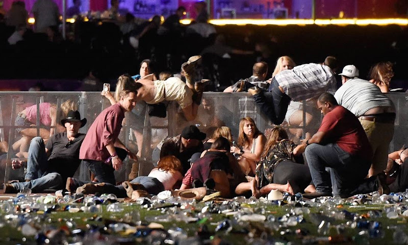 x72015093_TOPSHOTLAS-VEGAS-NVOCTOBER-01-People-scramble-for-shelter-at-the-Route-91-Harvest-cou.jpg.pagespeed.ic.OjCzawbSjt