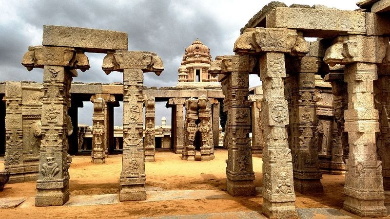 lepakshi-temple-hanging-pillar-1