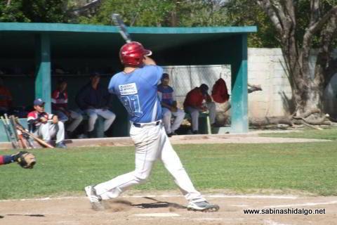 Rodrigo Chapa de Mineros de Vallecillo en el beisbol municipal