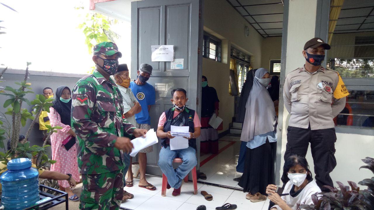 Koramil 05/Marioriwawo Terjunkan Babinsa Kawal Penyaluran Bantuan Sosial Tunai