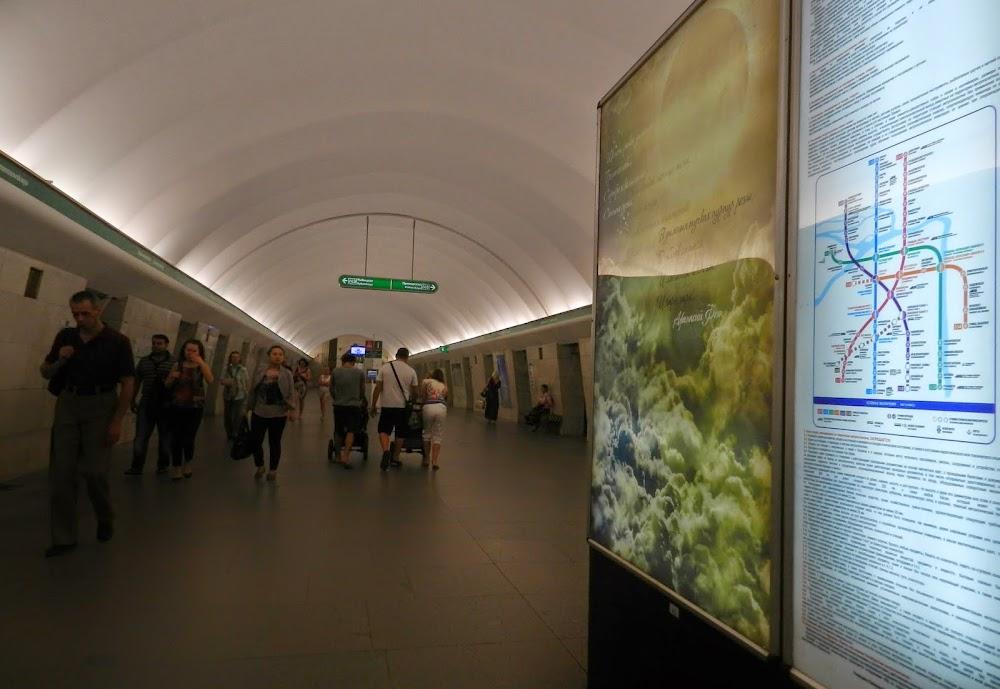 Lomonosovskaya Station, on the green line, the nearest station to Constantine, my CS host...