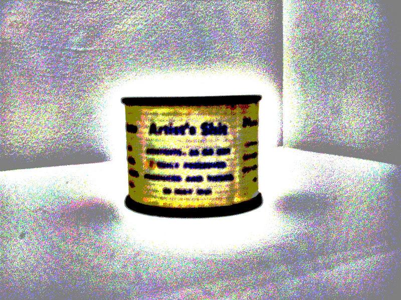 Fotografía manipulada de una de las latas de 'Mierda de artista', expuesta en el Centro 'Pompidou' de París