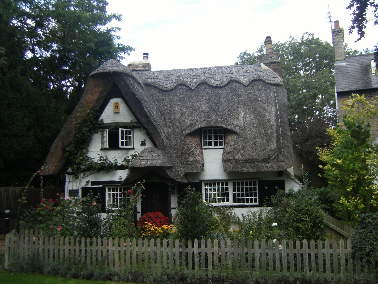 DSCF9443 Attractive cottage, Houghton