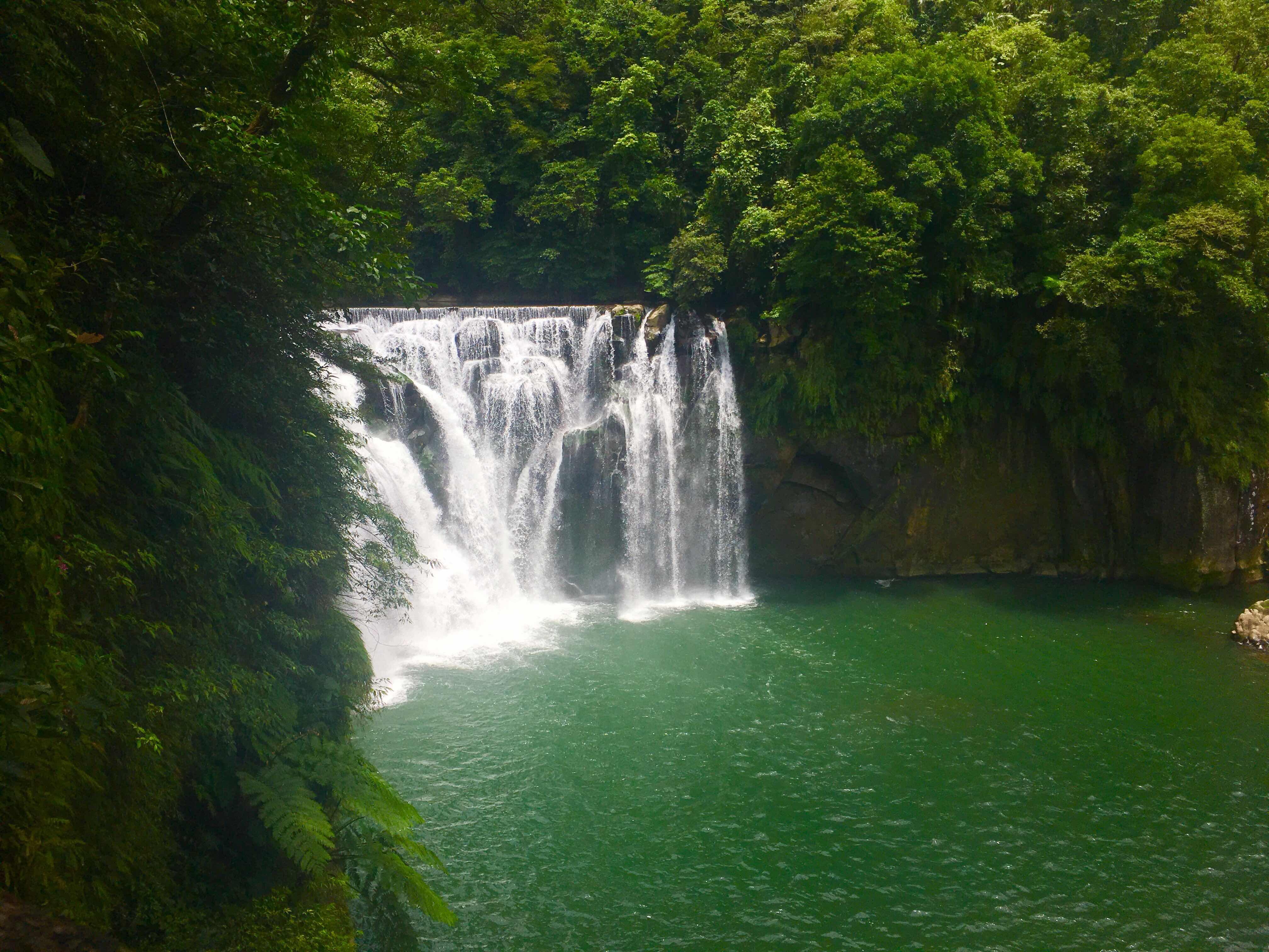 shifen waterfall pingxi shifen taiwan's little niagara taiwan travel