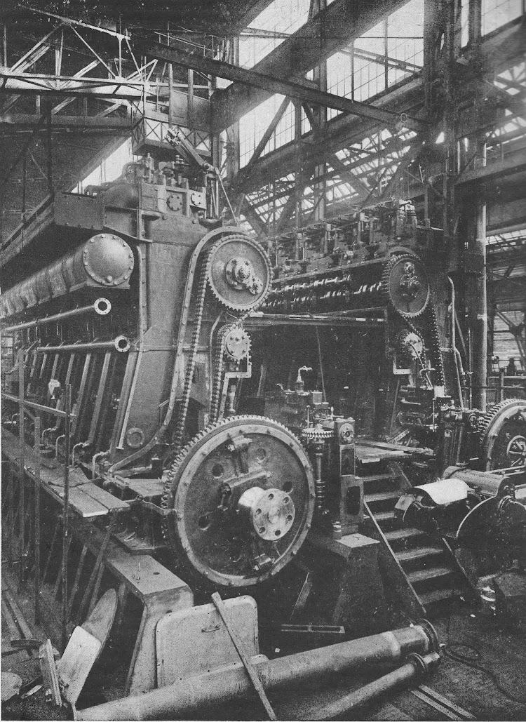 13- CIUDAD DE IBIZA. Motores principales en construccion. Revista de Ingenieria Naval. Marzo de 1933.jpg