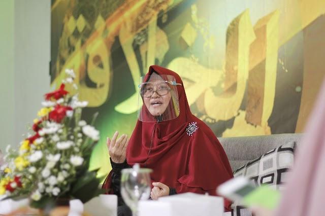 Ustazah Pratma Julia: Demokrasi Bukan Jalan untuk Menegakan Syariah Islam