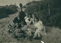 Monden, Cornelis en Schuitemaker. Anna A.A+familie ca. 1931.jpg