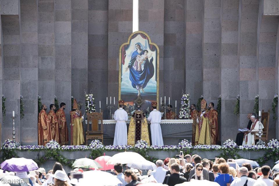 Boska Liturgia w Armenii, 26 czerwca 2016 - 13533045_1235214959823439_6303425152837596526_n.jpg