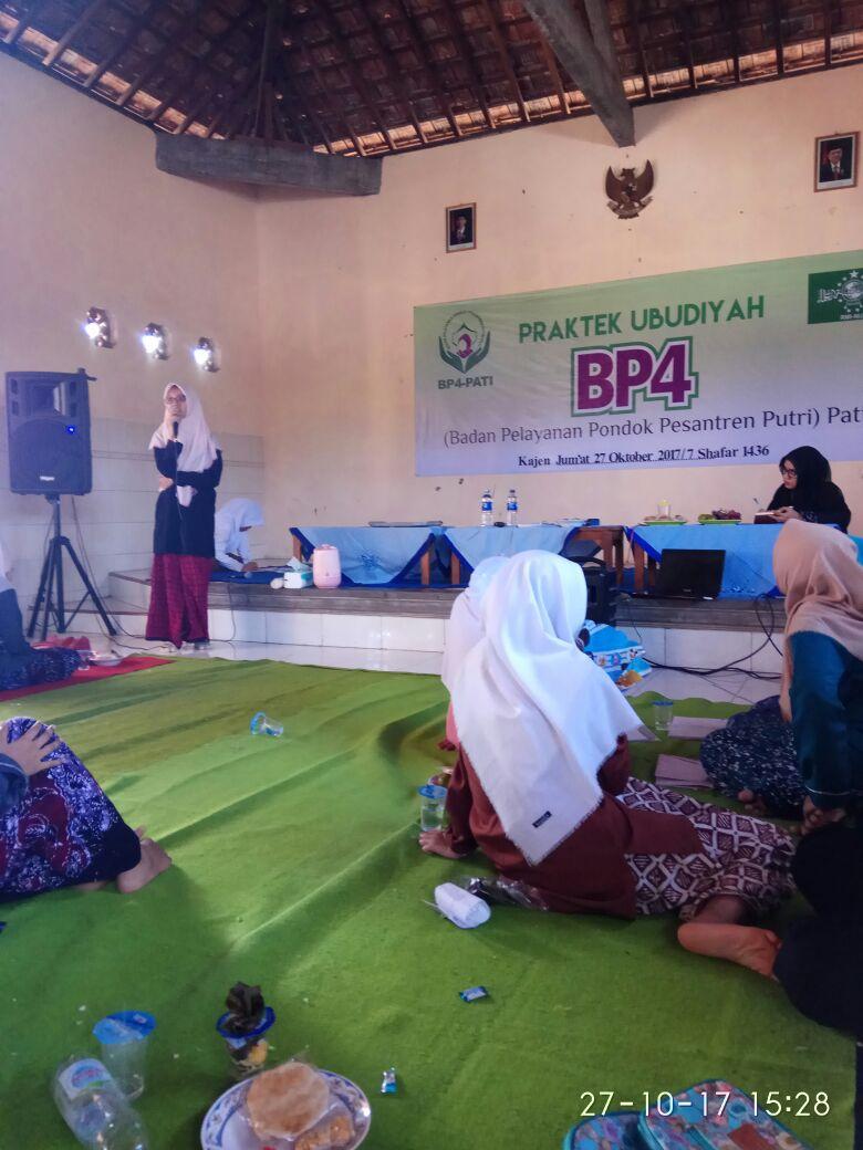BP4 Pati Adakan Praktek Ubudiyah Santri Putri