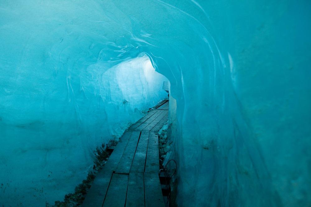 rhone-glacier-grotto-1