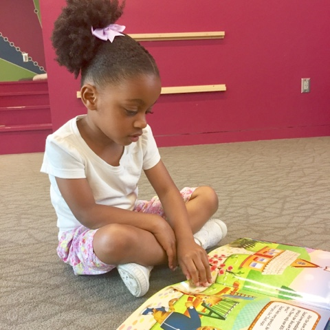 top mom mommy blogger reading thedailyaprilnava library atlanta georgia black brown girl