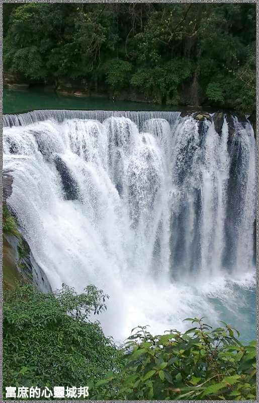 Shifen waterfall park photos