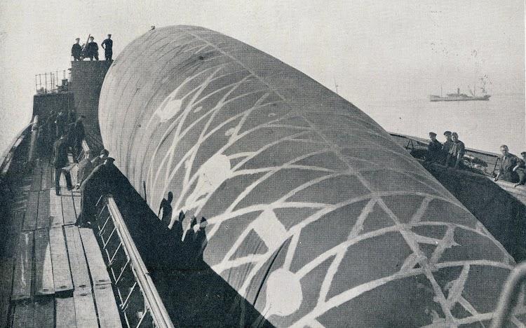4- Cubierta del CANNING con el globo situado en la bodega. De la revista Shipbuilding and Shipping Record. 23 de marzo de 1.916.JPG