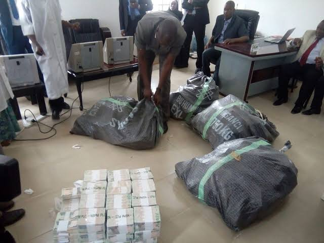 Judge 'Gifts' N49 Million Intercepted At Kaduna International Airport To The Federal Govt.