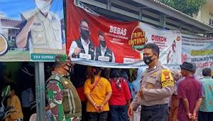 Anggota Koramil 08/Lemahabang  Dampingi Penyaluran BST