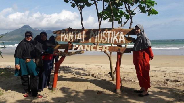 Foto Paket Tour Wisata Banyuwangi 1h1m - Dian Malang - Pantai Mustika