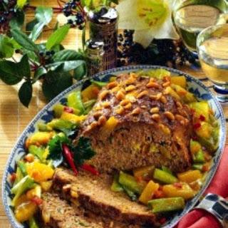 Exotischer Hackbraten mit Ananas-Porree-Gemüse