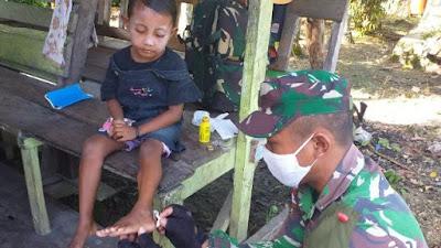 Satgas Raider 300 Memberikan Pelayanan Kesehatan Mulai Dari Anak-anak Sampai Lansia