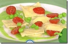 Tortelli alla stracciatella con piselli e pomodori canditi