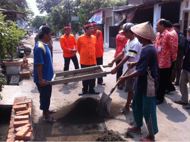 Walikota Turun Lapangan Tinjau Proyek Bedah Kampung
