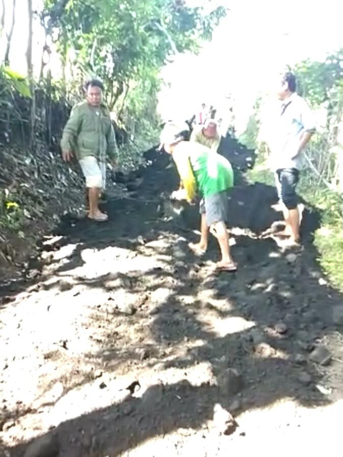Camat Lira Bersinergi dengan Warga Dusun Gedangan.