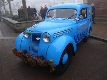 2016.12.18-007 Renault Juvaquatre Lustucru décorée