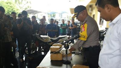 Polresta Pekanbaru Ungkap Keberhasilan Penangkapan Tersangka Penyalahgunaan Narkotika Jenis Daun Ganja Kering