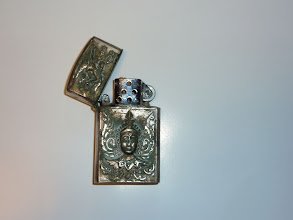 Photo: <Gift 2> Lighter Please contact me if you know who presented this to Mr. Moore. プレゼントのライター。誰からは不明。