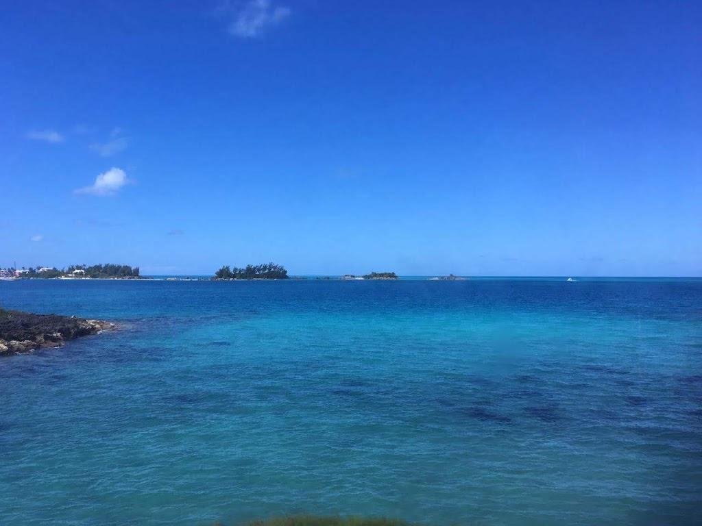 バミューダ諸島の青い海