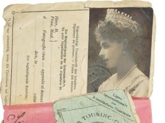 Permisul de conducere al Principesei Maria şi evantaiul Reginei Elisabeta, scoase la licitaţie