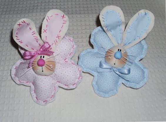 Lembrancinha de maternidade coelhinhos de pano