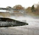 [autumn-pitochry-dam-in-flood_small2]
