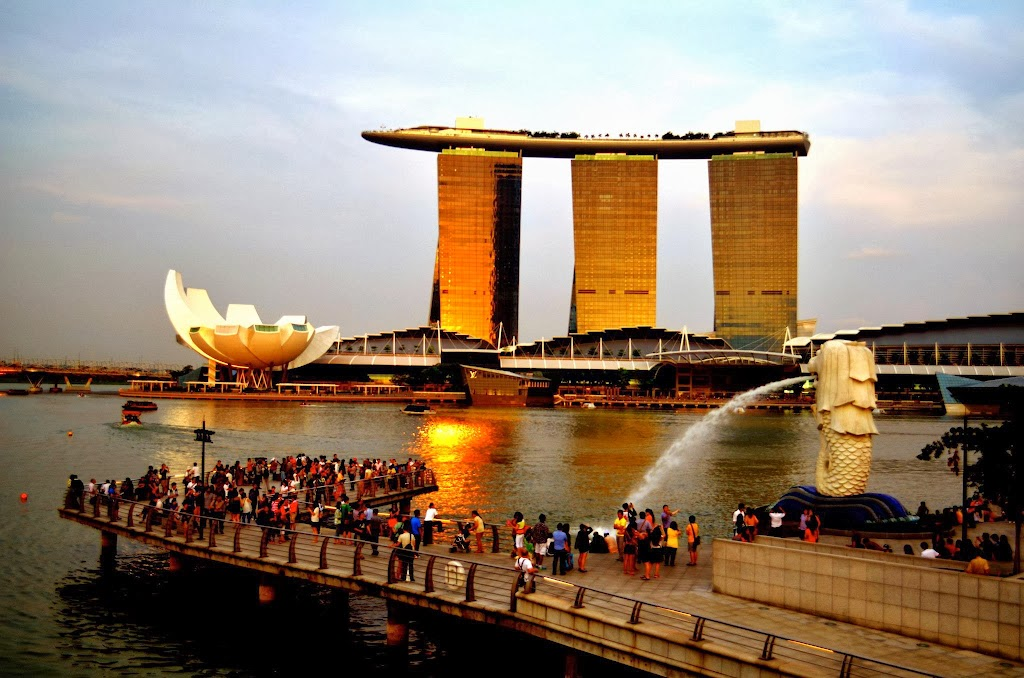 Singapore Marina Bay Sands and Art Science Museum