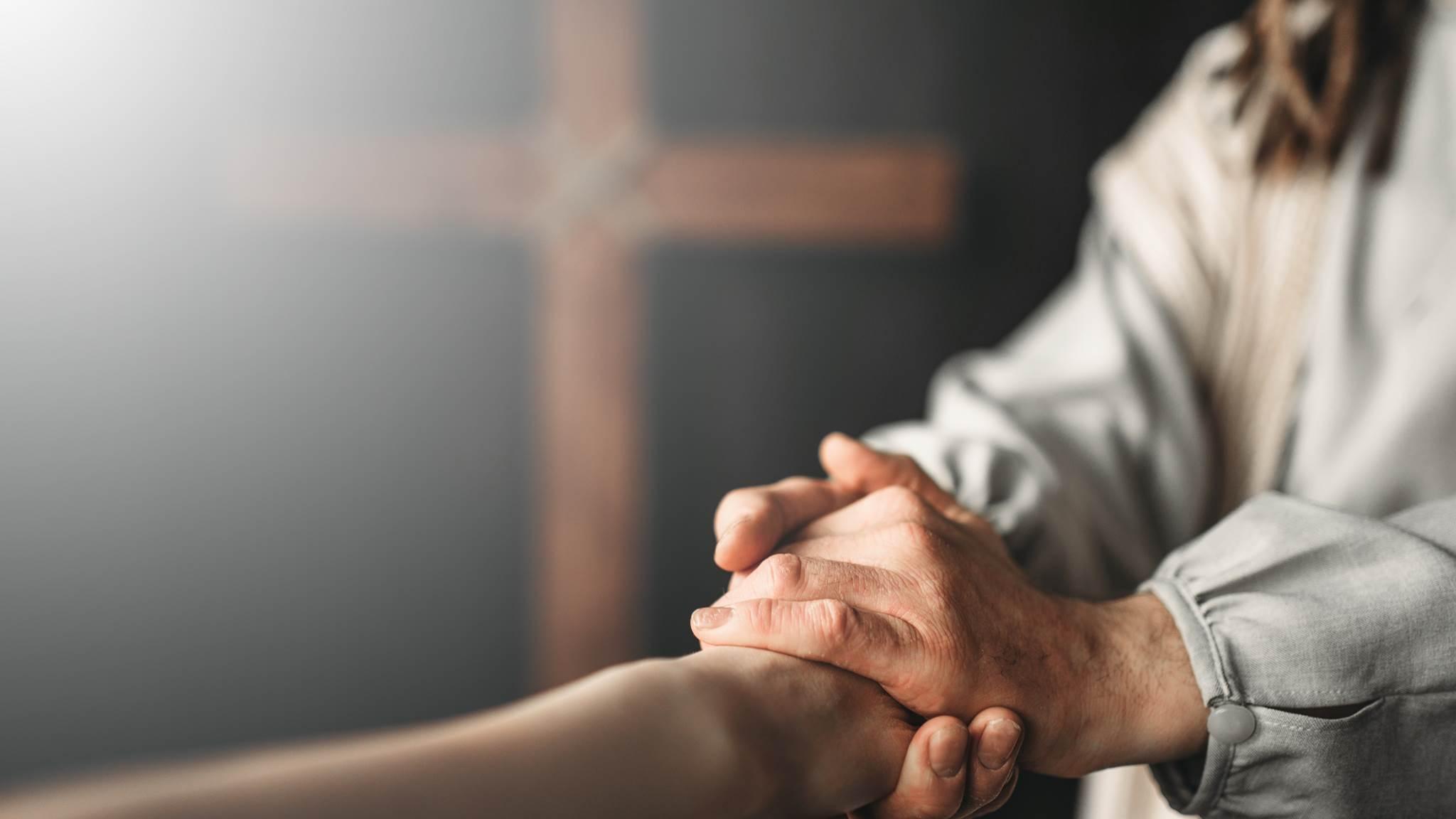 Đừng trở thành bàn tay bại xụi của Chúa