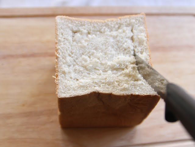 photo showing how to slice the bread