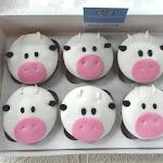 Cow cupcakes 2.JPG