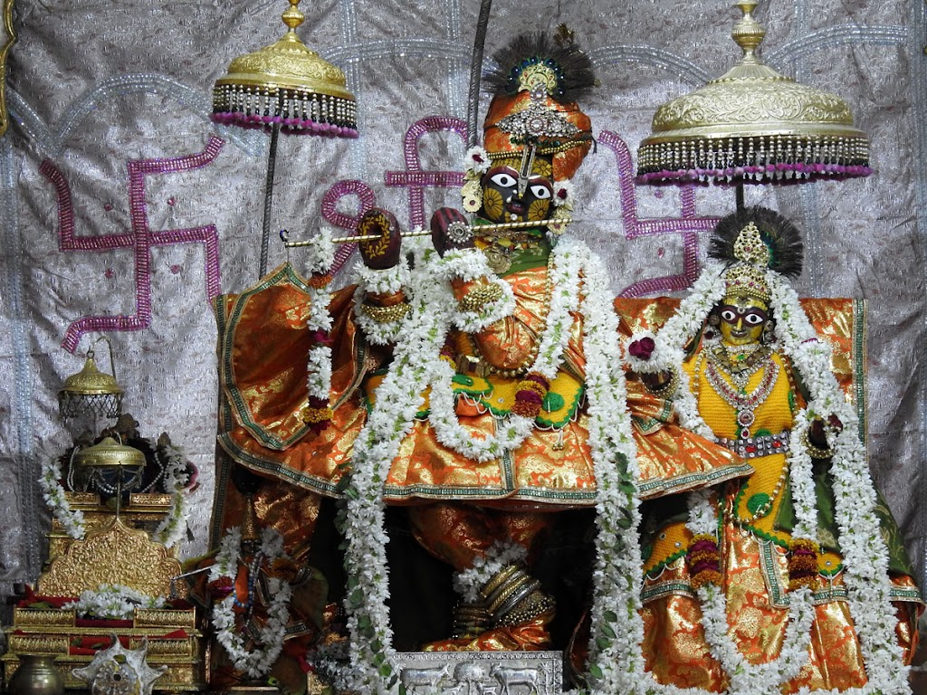 Radha Govind Devji Deity Darshan 08 Jan 2017 (1)