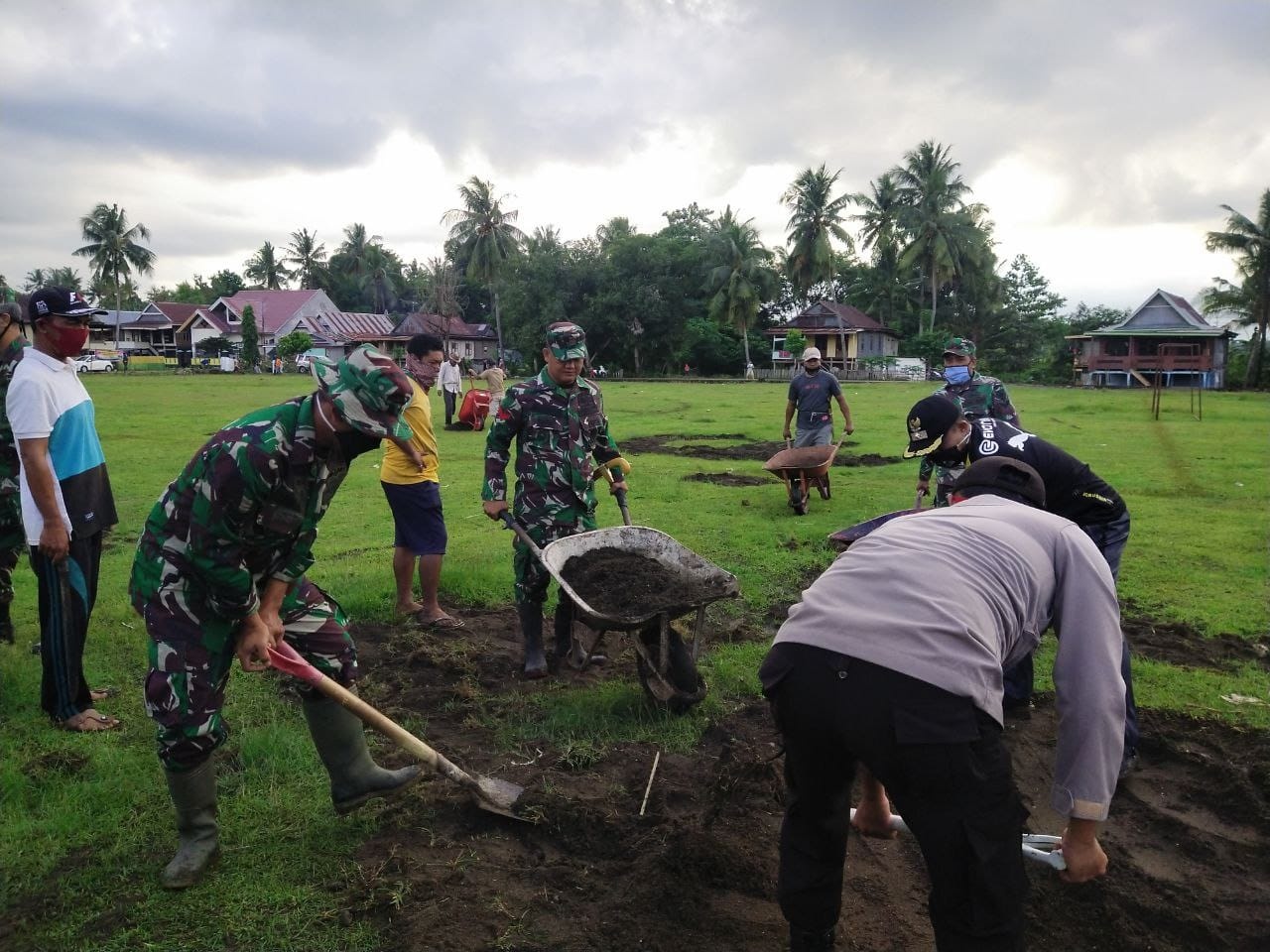 Mesra, Bhabinkamtibmas Lalabata Ikut Andil Di Karya Bakti TNI Koramil Lalabata