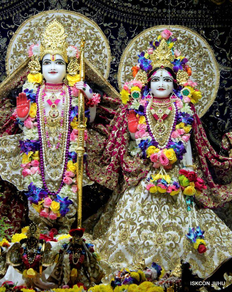ISKCON Juhu Sringar Deity Darshan on 24th Oct 2016 (53)