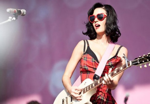 katy_perry_heart_shaped_sunglasses