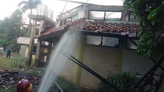Kebakaran Rumah Kosong di Jomin Kota Baru Akibat Orang Gila Membakar Sampah