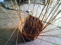Proceso de elaboración de un cesto.  Artesano Regino (Fuente el Espino de Moya)